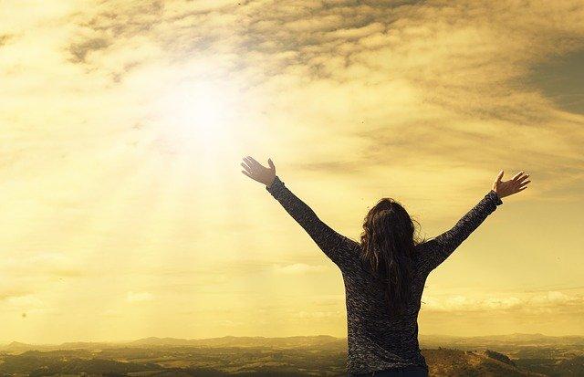 Uzanmak İstiyorum Gökyüzüne Ellerinle